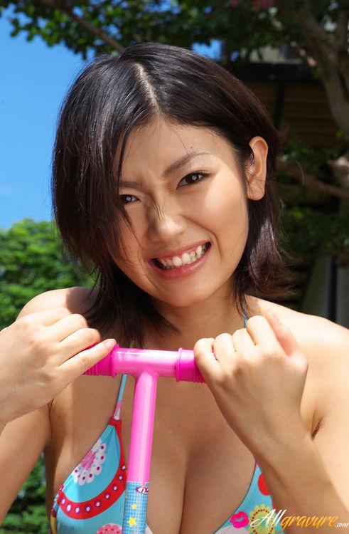 <寫拍>戶外木島紀子大奶泳服等好身材_14P